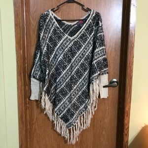 Say what poncho cape black and white with sleeves